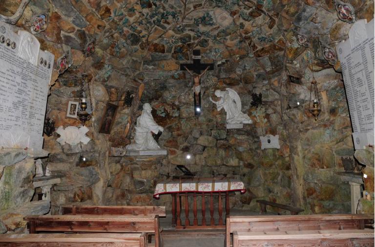 Grotta interno