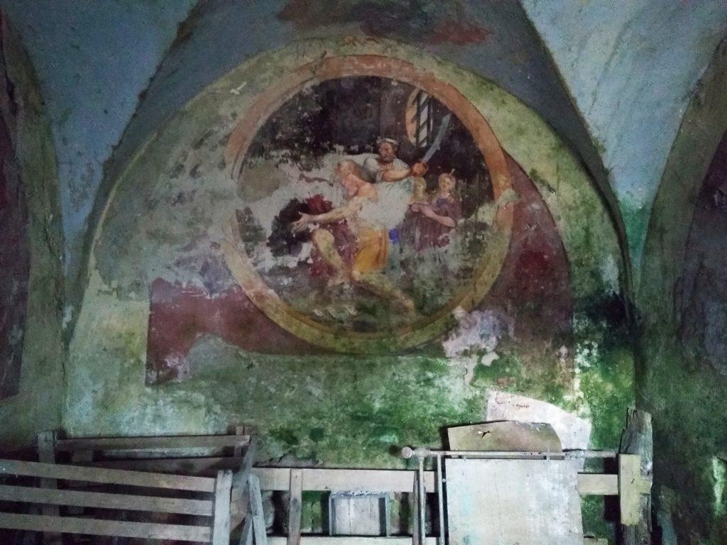 La parete di fondo della cappella di Cevetta
