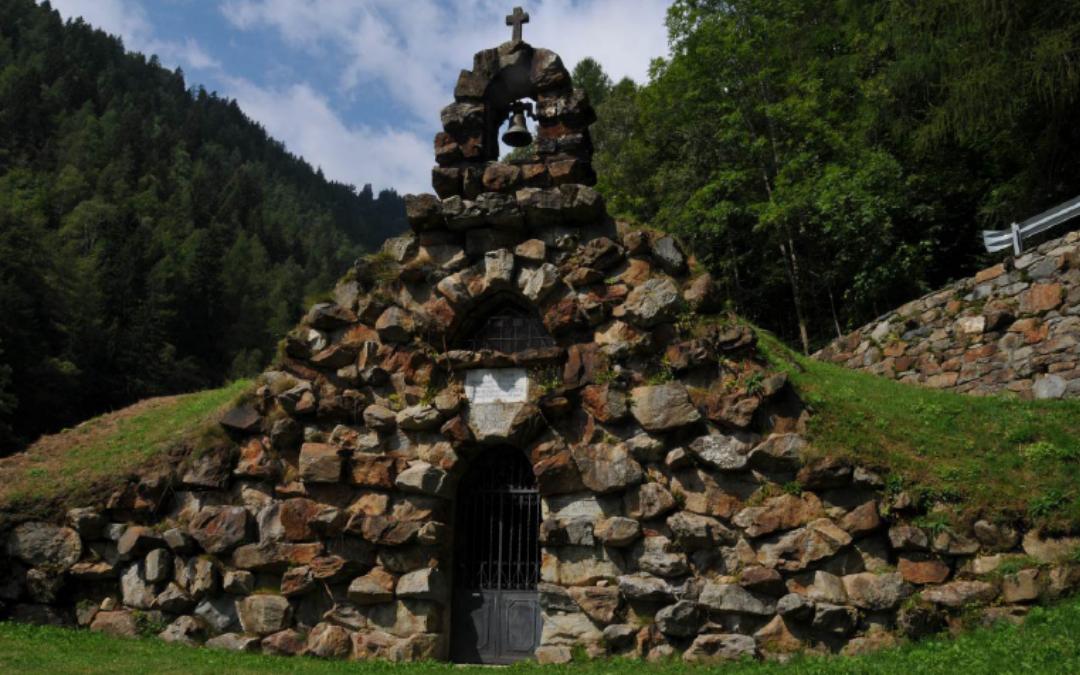 La Grotta della SS. Agonia del Divin Salvatore e l'oratorio di Saint-Pantaléon a Issime